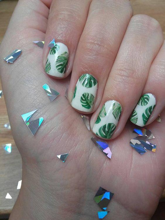 manicure liście monstery