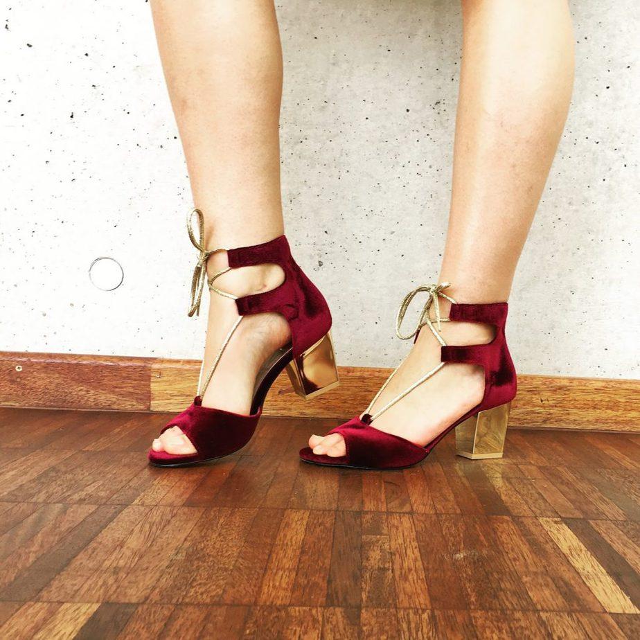 welurowe sandały stylizacja