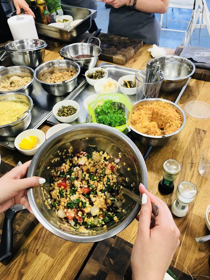 tabouleh z dodatkiem soczewicy i kaszy orkiszowej - Warsztaty kulinarne w Food Lab Studio w Warszawie