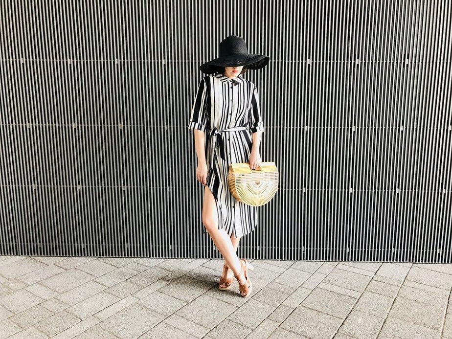 sukienka w paski jak nosić
