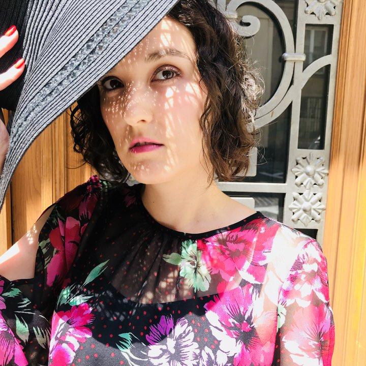 dominika w sukience ameca - Sukienka w kwiaty stylizacja