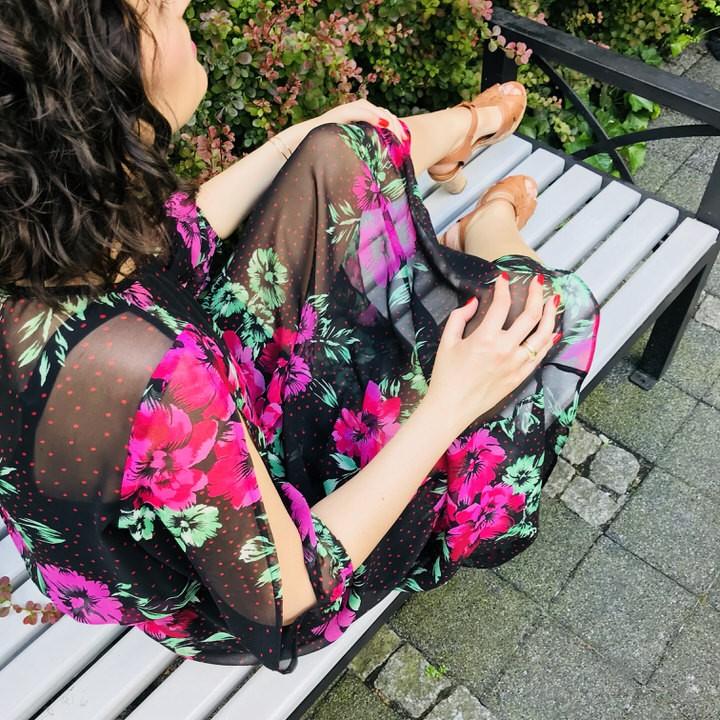 sukienka ameca black - Sukienka w kwiaty stylizacja