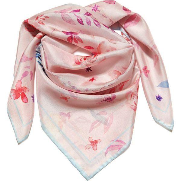 różowa jedwabna apaszka