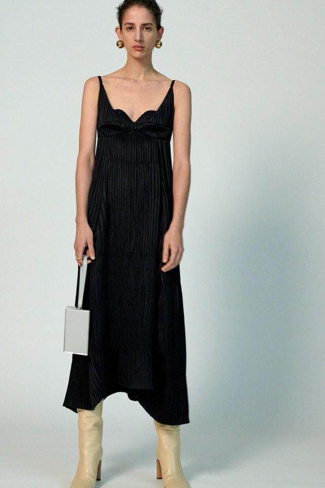 czarna sukienka elegancka na studniówkę
