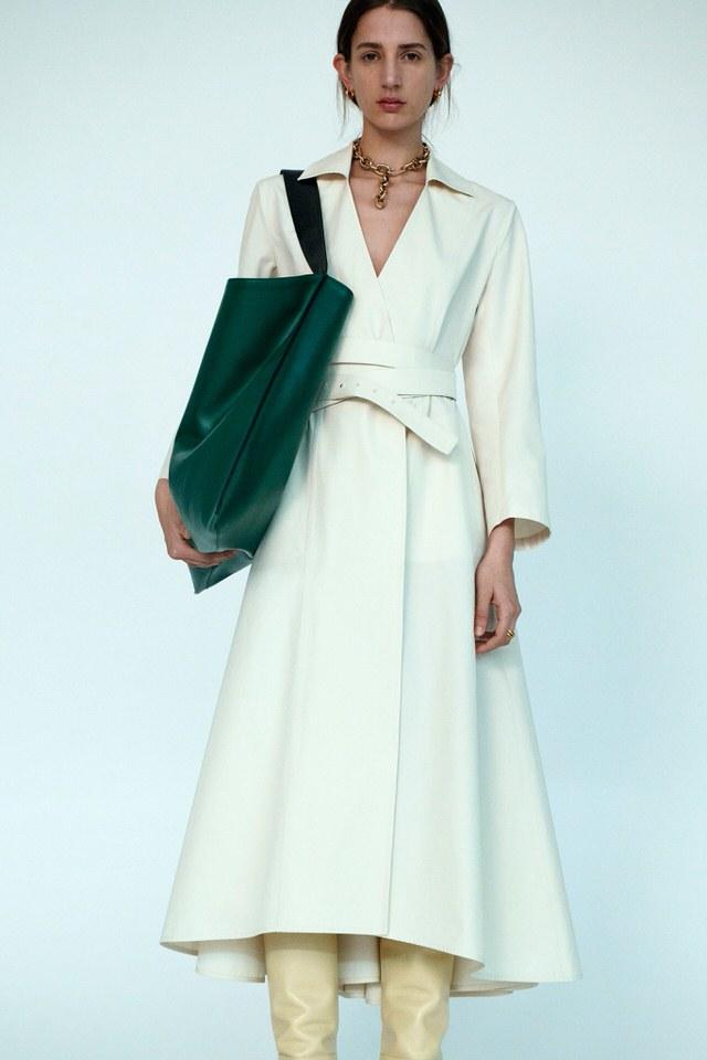 kremowa sukienka na wiosnę 2020
