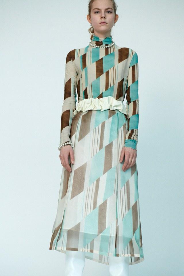 sukienka we wzory na zimę